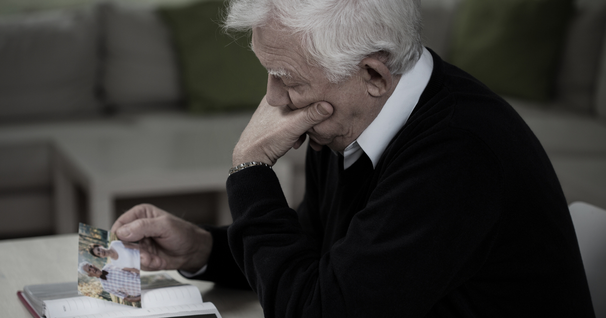 Helping an Elderly Parent Cope with the Loss of a Spouse